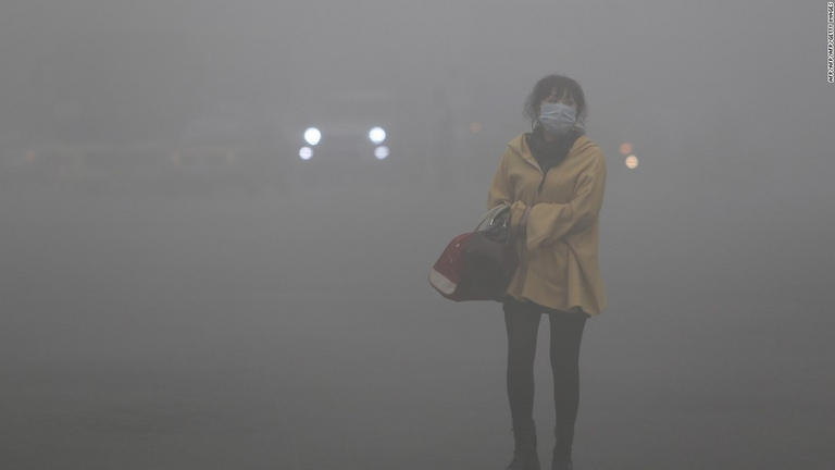 smog-woman-2-mask-pollution-super-169-2018-07-2-17-33.jpg